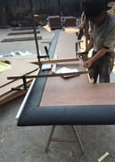 カウンター天板の完成肘掛けは本革